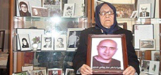 همبستگي عزيز (مادر رضائيهاي شهيد ) با مادر شهيد ستار بهشتي در سالگرد شهادت ستار