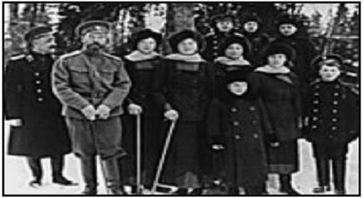 تزار نیکلای دوم همراه با خانواده سلطنتی