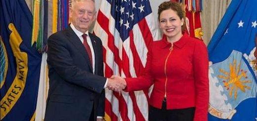 اولتا جاچكا وزير دفاع آلباني - جیمز متیس وزیر دفاع آمریکا.jpg