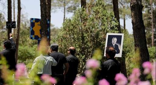 دفن پیکر عباس امیرانتظام در بهشت زهرای تهران