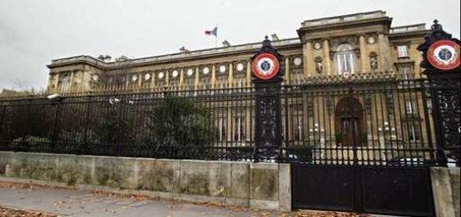 فرانسه به كارمندان دولتی اش می گويد به ايران نرويد