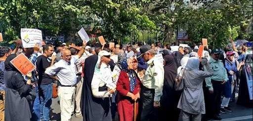 رشت - تجمع اعتراضی غارتشدگان(مالباختگان) کاسپین: نه تهدید نه زندان دیگه فایده نداره