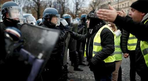 اعتراضات جلیقه زردها در پاریس و تبلیغات مضحک رژیم ایران برای دفاع از معترضان
