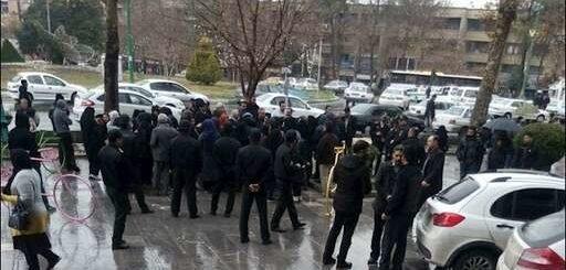 تجمع اعتراضی معلمان و فرهنگیان در اصفهان + فیلم