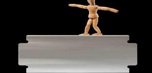 «FATF روی لبهٔ تیغ راهرفتن است»!