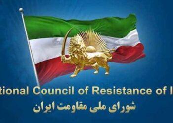 تجمع گروهی از خانواده های شهیدان مجاهد در خاوران با شعار «رئیسی جلاد۶۷»