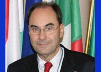 سخنرانی دکترآلخو ویدال کوادراس در کنفرانس وظایف اتحادیه اروپا در این شرایط چیست؟