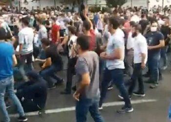 دهمین روز قیام تظاهرات مردم تبریز با شعار نه شاهیام، نه شیخی، مردمیام مردمی، شعار مرگ بر خامنه ای در مشهد